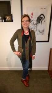 Red accents never go wrong with belt, necklace, scarf adding intereszt